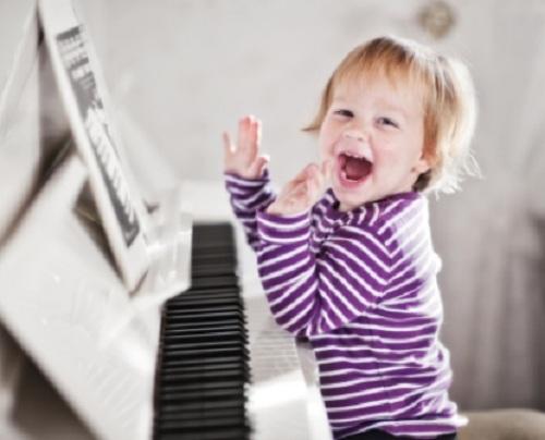 anh-2-be-choi-piano
